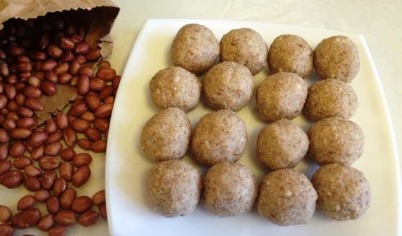 Peanut laddoo