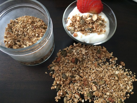 Quinoa & Oats Granola with sunflower seeds